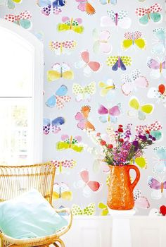 This butterfly wallpaper design would look lovely in a bedroom.