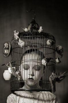 Hamsters, réveillez-vous la paille vous attend, là-bas et les regards qui vous fustigent lorsqu'on recherche l'absolu Une maison, de beaux vêtements, des voyages… Réveillez-vous et brisez l'algorithme du monstre qui vous écrase ! La marguerite un jour n'aura plus de pétales Le vent tournera sous ce ciel cristallin Les bols de jouvence seront bientôt vidés La foret n'aura plus de secrets, plus de charme