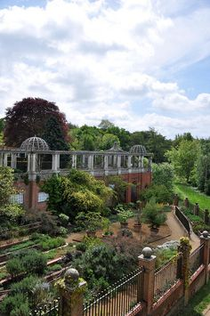 Pergola & Hill Garden. Hampstead, London