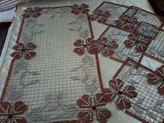 Türk işi kasnak Plastic Canvas, Decoration, Salons, Diy And Crafts, Christmas Wreaths, Holiday Decor, Pattern, Handmade, Beautiful