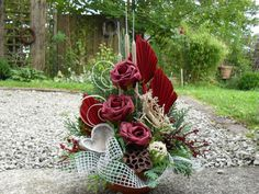 Christmas Planters, Christmas Wreaths, Plaques Funéraires, Cemetery Decorations, Modern Flower Arrangements, Funeral Flowers, Ikebana, Fresh Flowers, Flower Decorations