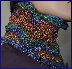 Free Pattern: Monaco Two-Ball Cowl by Laura Andersson