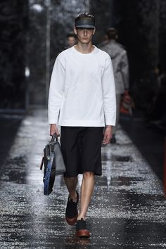 Look number 21 from the Fendi men's SS16 collection