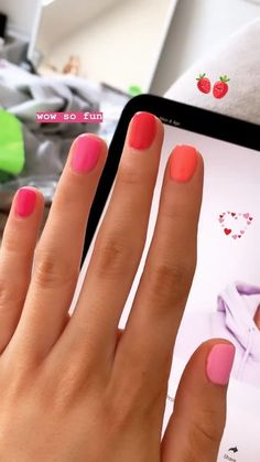 The advantage of the gel is that it allows you to enjoy your French manicure for a long time. There are four different ways to make a French manicure on gel nails. Ten Nails, Nail Swag, Chrome Nails, Nail Polish Colors, Pink Nail Colors, Pretty Nail Colors, Manicure And Pedicure, Nail Inspo, Nails Inspiration