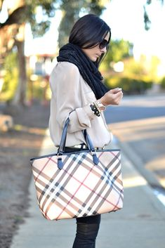 A classic purse for all occasions. #Burberry tote. Love This!