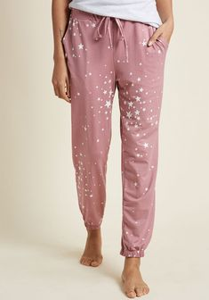 Your criteria for lounging style is simple - softness, sweetness, and pockets are a must. These mauve joggers check off every item from your list with their. Trend Fashion, Fashion Outfits, Womens Fashion, Pijama Satin, New Arrival Dress, Look Cool, Lounge Wear, What To Wear, Cool Outfits