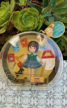 Vintage 1965 Dolly Darlings Susie Goes To School Hat Box Series Dolls Hassenfeld Bros, Inc Z