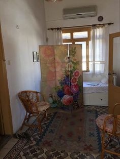 Decorative privacy dressing screen with floral images. Dressing Screen, Room Divider Screen, Some Pictures, Cool Stuff, Floral, Painting, Decor, Cool Things, Florals