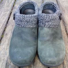 DANSKO CLOGS Excellent condition dansko clogs in a beautiful suede green color with a knitted accent.. This are clean no stains and the suede is soft and clean. Super comfortable King lasting shoes. Price to sale Dansko Shoes Mules & Clogs
