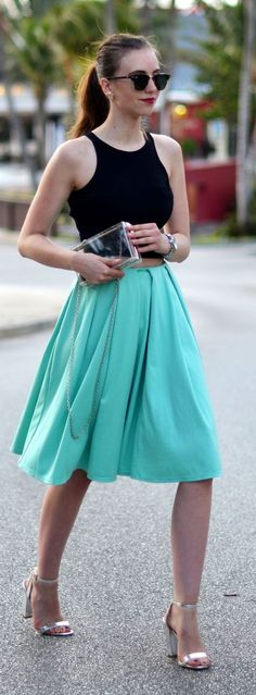 Street style | Crop top, mint midi skirt, silver heels, translucid clutch