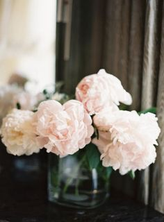 If I ever marry again, it'll be a bouquet of peonies! My Flower, Fresh Flowers, Beautiful Flowers, White Flowers, Bouquet Champetre, Peonies Season, Floral Arrangements, Flower Arrangement, Planting Flowers