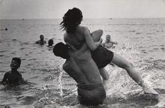 U.S. Coney Island, New York, c. 1952 // (© Estate of Garry Winogrand, Courtesy of Fraenkel Gallery)