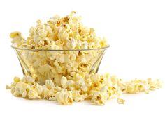 Luego de que los niños han probado las palomitas de maíz con caramelo en el cine o en el circo, difícilmente quieran comer palomitas de maíz hechas en casa sin caramelo. Hacer palomitas de maíz es muy sencillo, a todos les encantan y es ideal para hacer un bocadillo para una función de cine en casa, porque ademá