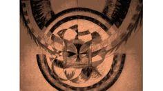 Auto retrato: Los símbolos que representan mi cotidianidad hoy, en un tono sepia constante, con diferentes planos que son las mis miradas de los objetos. Construido a partir de los objetos simples que habito y me habitan. La música tumare mantra que hoy fortalece mi paciencia y la comprensión de la humanidad.