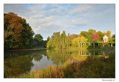 Het paviljoen in de herfstzon