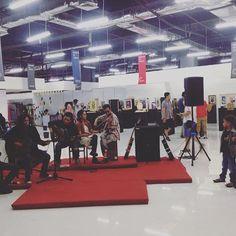 Udah ada creative sharing, exhibition, Stand fashion dan cemilan, masih kita tambah ada band - bandan juga ni, masa kamu ga mau kesini, kan ga seru kalo ga ada kamu, iya kamu, kamu cemuahnya 👏🏼🎉😍. . . . . . . . #infographic #phoyograph #instameetjogja #instameetindo #vsco #instagram #instadaily #infojogja #eventjogja #jogja #creativeworkshop #jogja24jam #jogjapunyaacara #komporseni #kreasibersama #jogjakarta #creativeworkshop #kreasi