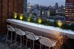 17 Ways to Turn Your Tiny Balcony Into an Irresistible Outdoor Space An outdoor counter top and weather resistant bar stools make dining alfresco on this skinny Brooklyn terrace possible. Outdoor Decor, Balcony Decor, Tropical Living, Outdoor Space, Outdoor Living, Tropical Living Room, Bar Chairs, Roof Terrace, Balcony Railing