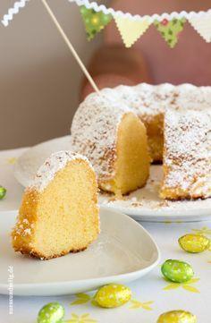 Eierlikörkuchen - fluffig-weicher Gugelhupf (Baking Bread Low Carb)