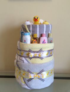 Your little duck goes quack, quack, quack!!!!!!!! Includes: 3 receiving blankets, 2 pairs of socks, 6 washcloths, 3 baby duck theme onesie (size 0-3 months), pair of baby mittens, and 45 size 1 Huggie