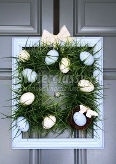 A Diamond in the Stuff: Square Grass Wreath (from plastic Easter eggs) Diy Spring Wreath, Spring Crafts, Holiday Crafts, Holiday Wreaths, Diy Christmas, Plastic Easter Eggs, Diy Easter Decorations, Diy Ostern, Frame Wreath