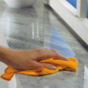 Stone Polish Base Silicone 1L - Dupox Akemi. Utilização segura em áreas em contato com alimento. Limpa e renova o brilho. Seguro para uso com alimentos.  www.colar.com