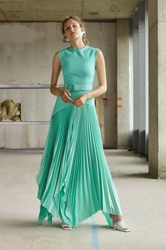 Solace London Resort 2020 Fashion Show Collection: See the complete Solace London Resort 2020 collection. Look 15 Haute Couture Style, Couture Mode, Couture Fashion, Fashion Week, Fashion 2020, Runway Fashion, High Fashion, Mint Dress, Dress Up