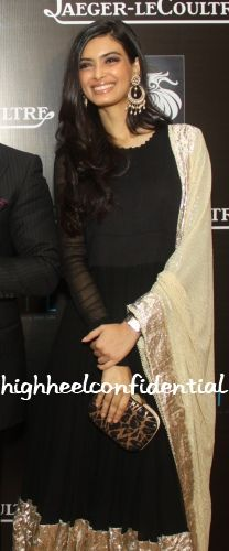 Diana kept it simple in a black Anamika Khanna anarkali paired with jewellery by Amrapali. Diana Penty at Cocktail Premiere in Delhi Indian Attire, Indian Wear, Pakistani Outfits, Indian Outfits, Diana Penty, Desi Wear, Desi Clothes, Indian Couture, Celebrity Outfits