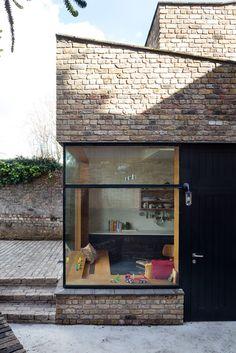 Brick addition by noji architects, dublin casas de campo арх Architecture Résidentielle, Contemporary Architecture, Contemporary Building, Victorian Architecture, Contemporary Landscape, Home Design Decor, House Design, Design Ideas, Exterior Design