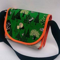 Kindertasche #schoolbags #Kids #cats #katzen #Retro #Kindergarten #Kinder #bags #Taschen #taschendesign Sunglasses Case, Coin Purse, Wallet, Purses, Photo And Video, Retro, Bags, Instagram, Handmade