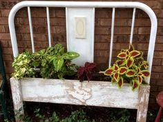 Container Gardening For Beginners Donna Wheeler's hubby built the flower box and attached it to old iron headboard Garden Yard Ideas, Diy Garden Projects, Metal Projects, Side Garden, Garden Decorations, Iron Headboard, Headboard Benches, Bed Bench, Headboard Ideas