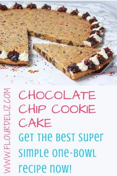 Homemade Cookie Cakes, Giant Cookie Recipes, Cookie Recipes From Scratch, Toll House Cookie Cake Recipe, Easy Homemade Cake Recipes, Giant Cookie Cake, Giant Cookies, Leaf Cookies, American Chocolate Chip Cookies