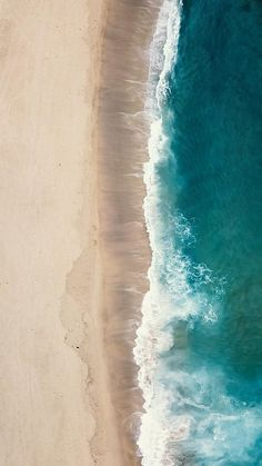 #drone #aerial #video #relaxing #chill #vibes #mood #ocean #sea #waves Zoom Wallpaper, Strand Wallpaper, Waves Wallpaper, Beach Wallpaper, Wallpaper Desktop, Waves Photography, Aerial Photography, Landscape Photography, Nature Photography