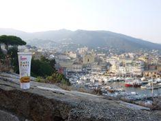 Die Gehwol Fusskraft Soft Feet Creme genießt die Sonne im Hafen von Bastia auf Korsika und wünscht allen Fans ein schönes Wochenende!