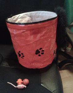 Tehtiin Päivin kanssa vaihdot, meille tuli kissoille lelupussukka sekä pari palloa ja hiirulainen, kiitos! (yllätä ystäväsi, huhtikuu 2013)