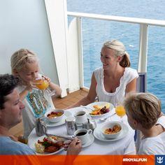 #royalfun Isso é que é jeito de começar a semana! Fica até fácil de fazer as crianças tomarem o café da manhã direitinho! :)  Clique na imagem, saiba mais sobre nossas cabines com varanda e suítes deluxe e aproveite para reservar já o seu cruzeiro.