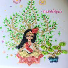 Ça y est enfin ! Ma participation au concours #miyukivoyageenasie organisé par @petit_bout_de_chou_hk @teaforyoubijoux et @perlesandco J'ai décidé de vous faire voyager en Inde avec un petit moment de méditation. Le dessin de l'arbre de vie est de moi aussi.#miyuki #miyukivoyageenasie #perlesmiyuki #miyukibeads #miyukiaddict #brickstitch #jenfiledesperlesetjassume #jenfiledesperlesetjoubliedemarreter #perleuseaddict #perleusecompulsive #inde #indianart #meditation #bonsaï #perlesandco…