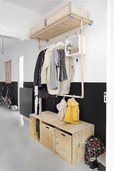 Idée meuble pour l'entrée. I love the idea of 2 levels for kids and parents coats !!!