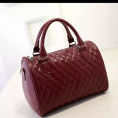 🎉🎉🎉🎊🎊Vampy Red🎉🎉 Wonderful vampy red bag so cute and pretty. Bags