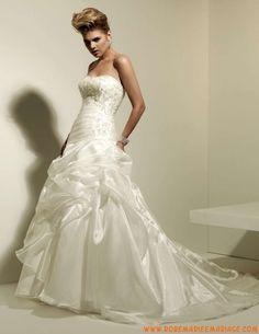 Robe A-ligne en satin et organdi ornée de broderies et de perles robe de mariée couture