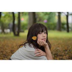 【bijintokeihokkaido】さんのInstagramをピンしています。 《ちっぴchan❤️#model#モデル#散歩#葉っぱ#枯葉#落ち葉#紅葉#森林#森#ポートレート#女子#撮影#カメラ#girl#uk#nice#women#love #follow#like#photography #セーター#秋#黒髪#ロングヘア#サロンモデル》