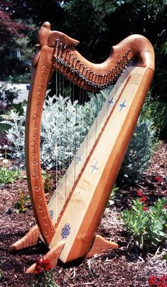 Mountain Glen Harps, created with artistic elegance and excellence of sound by Glenn Hill since 1978. We can handcraft your harp in any style & many options