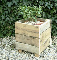 garden decoration selfmade flower pot wooden pallets ideas