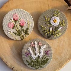 Image in embroidery ✂👗 collection by caffee_paradise Hand Embroidery Flowers, Flower Embroidery Designs, Simple Embroidery, Hand Embroidery Stitches, Embroidery Techniques, Ribbon Embroidery, Embroidery Art, Cross Stitch Embroidery, Embroidery Patterns