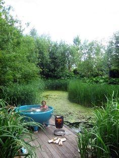 Dutch tub ... I've never seen this kinda hot tub - the settin' is great!!