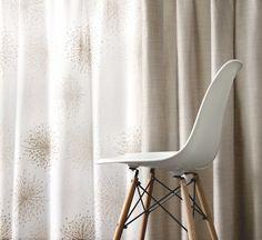 Zeige Mut zur Schlichtheit. #store #gardine #mambo #5400chic #SONNHAUS Eames, Chair, Furniture, Home Decor, Minimalist Home, Sheer Curtains, Decoration Home, Room Decor, Home Furnishings