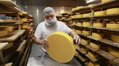 Frate, frate, dar brânza-i pe bani! Rusia a interzis importul a cinci mărci de cașcaval din Belarus