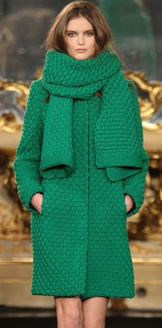 Green knitted coat and matching scarf. Crochet Coat, Knitted Coat, Wool Coat, Knit Fashion, Look Fashion, Womens Fashion, Winter Wear, Autumn Winter Fashion, Style Vert