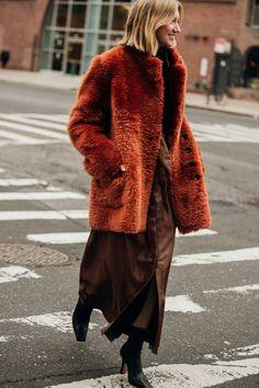 Die besten Street-Styles der New York Fashion Week New Yorker Street Style, New York Fashion Week Street Style, Nyfw Street Style, Street Style Trends, Autumn Street Style, New York Street, Cool Street Fashion, Stella Maxwell, Christy Turlington