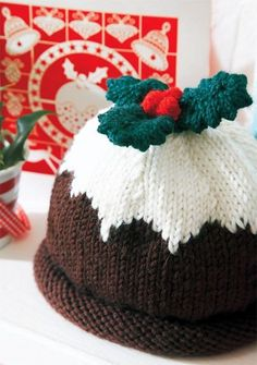 Holly and Berries Cuffed Pudding Crochet Hat Pattern 2015 Christmas - Christmas Gifts, Christmas Crafts