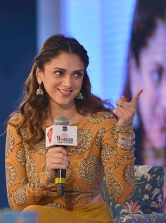 Aditi Rao Hydari at the edition of the India Today Woman Summit and Awards Bollywood Girls, Bollywood Stars, Bollywood Fashion, Bollywood Actress, Wedding Day Makeup, Bridal Makeup Looks, Indian Bridal Makeup, Indian Makeup Trends, Royal Beauty